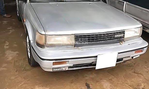 Cần bán Nissan Bluebird năm 1988, màu bạc