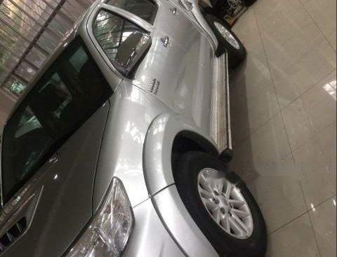 Bán Toyota Hilux đời 2012, màu bạc