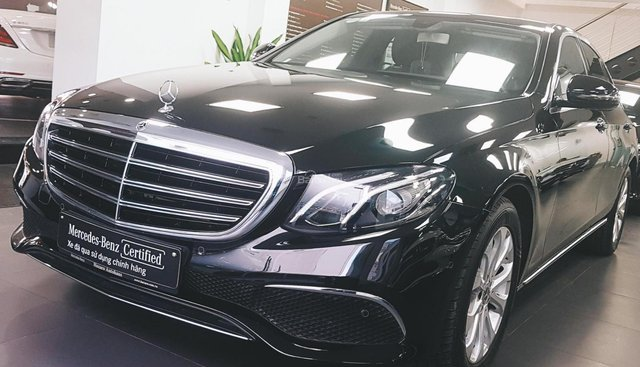 Cần bán Mercedes E200 2018 màu đen chính hãng, đã qua sử dụng