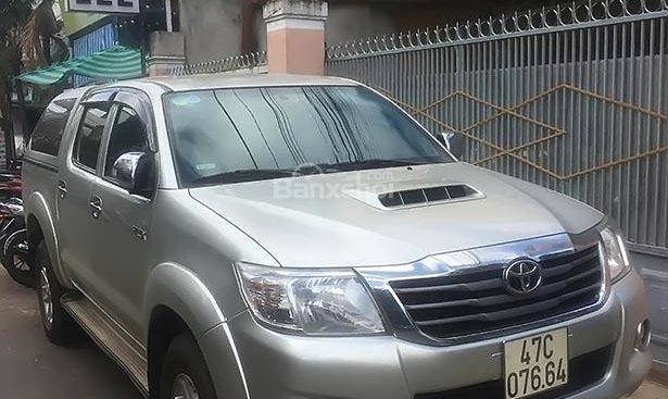 Bán Toyota Hilux 2.5E 4x2 MT năm sản xuất 2014, màu bạc, nhập khẩu