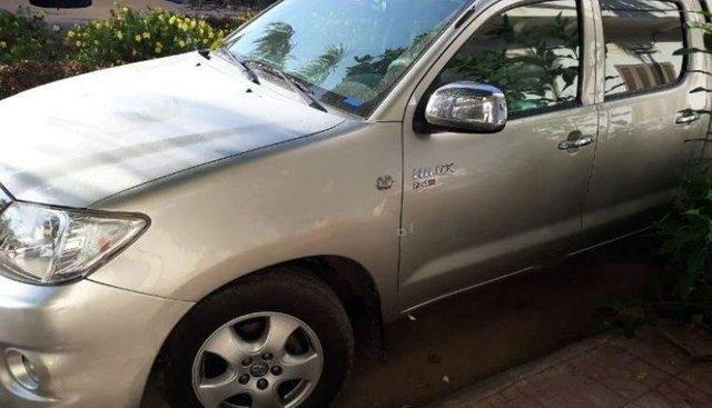 Cần bán Toyota Hilux đời 2010, màu bạc chính chủ, 360 triệu