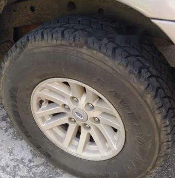 Chính chủ cần bán gấp xe Ford Everest 2006, máy dầu tiết kiệm nhiên liệu