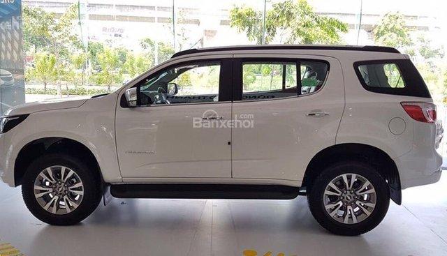 Bán ô tô Chevrolet Trailblazer 7 chỗ nhập khẩu Thái Lan2019, màu trắng, xe nhập