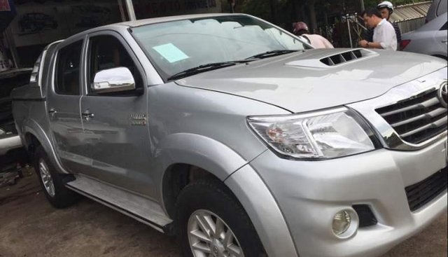 Bán Toyota Hilux đời 2012, màu bạc, giá 475tr