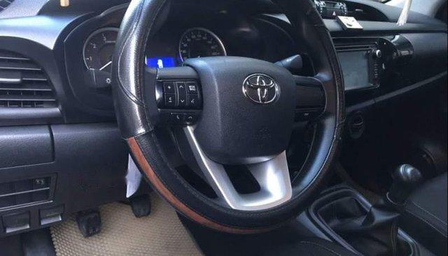 Bán Toyota Hilux 2.5E 2016, màu bạc, xe nhập, số sàn