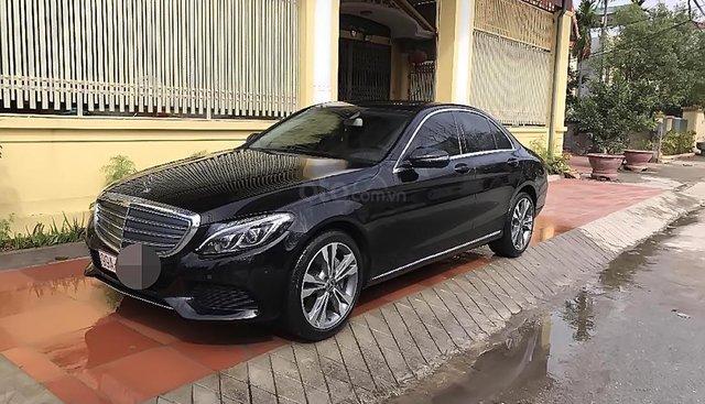 Cần bán gấp xe cũ Mercedes C250 năm sản xuất 2017, màu đen