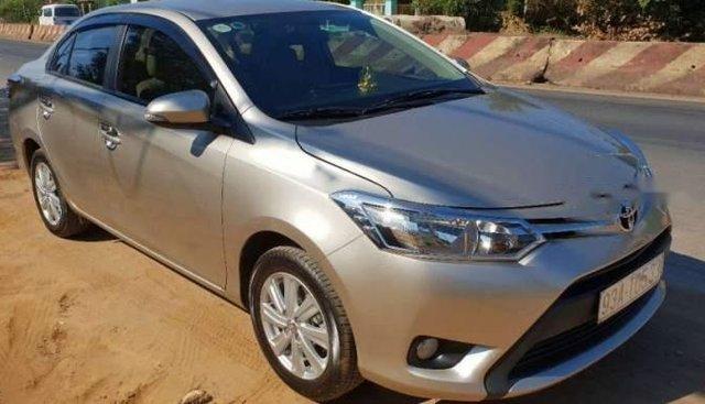 Bán Toyota Vios sản xuất năm 2017, màu vàng cát