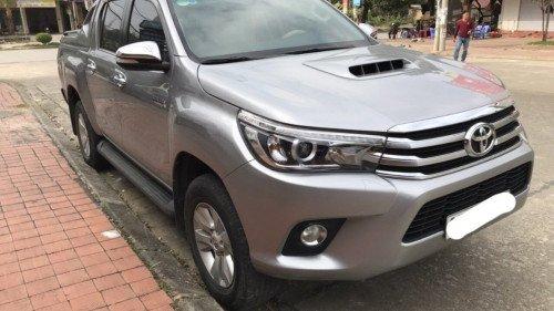 Cần bán Toyota Hilux 3.0 AT 2015, màu bạc