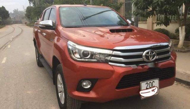 Cần bán lại xe Toyota Hilux đời 2016, màu đỏ, giá chỉ 725 triệu