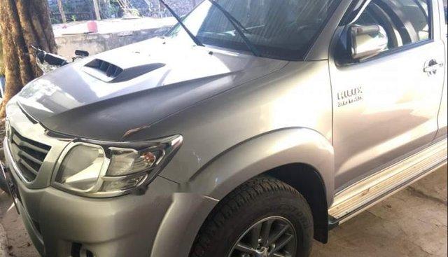 Cần bán lại xe Toyota Hilux 2014, màu bạc, nhập khẩu