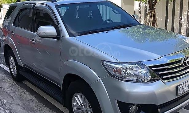 Bán Toyota Fortuner 2.5 G năm sản xuất 2012, màu bạc, số sàn