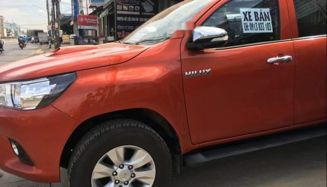 Bán xe Toyota Hilux sản xuất năm 2016, màu đỏ, xe nhập