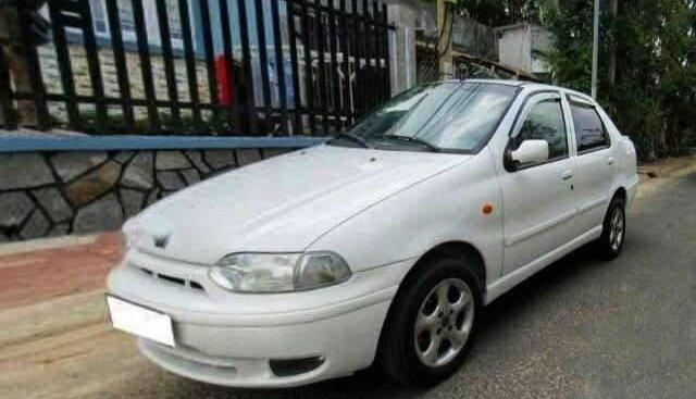 Cần bán Fiat Siena MT sản xuất năm 2002, màu trắng, xe nhập