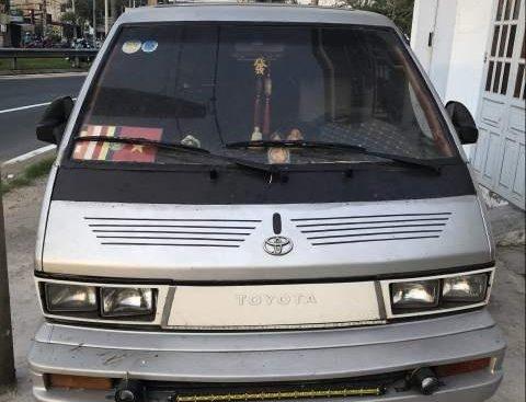 Bán xe Toyota Van đời 1983, màu bạc, xe nhập, 72 triệu