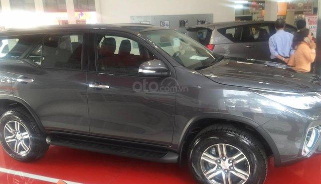Toyota Tân Cảng bán Fortuner 2.4G máy dầu, tự động, xe giao ngay, hỗ trợ vay 90%, trả trước 270tr nhận xe - 0933000600