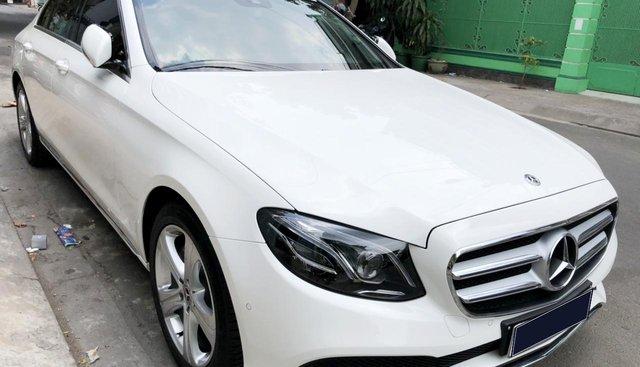 Bán Mercedes E250 sản xuất 2017, đã đi 16000km, xe chính chủ