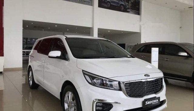 Cần bán xe Kia Sedona sản xuất 2019, màu trắng, giá tốt