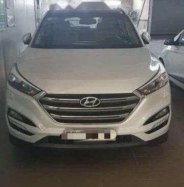 Cần bán gấp Hyundai Tucson đời 2016, màu trắng, xe nhập như mới, 860tr