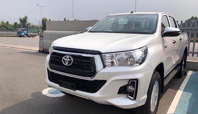 Bán ô tô Toyota Hilux 2.4E 4x2 AT 2019, màu trắng, nhập khẩu