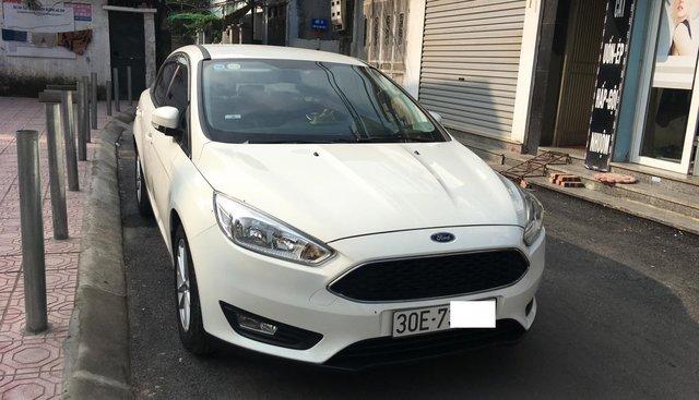 Bán Ford Focus bản Trend Ecoboost năm 2017 màu trắng Sedan biển 30E - xe như mới