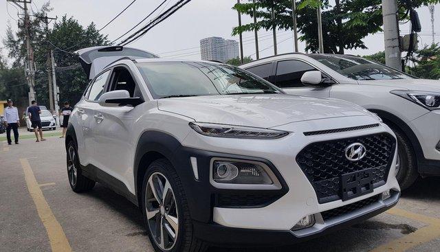 Bán xe Kona 2.0AT 2019, bản tiêu chuẩn, xe giao ngay, trả góp tới 80%