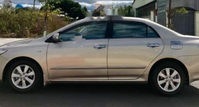 Cần bán lại xe Toyota Corolla altis năm sản xuất 2010