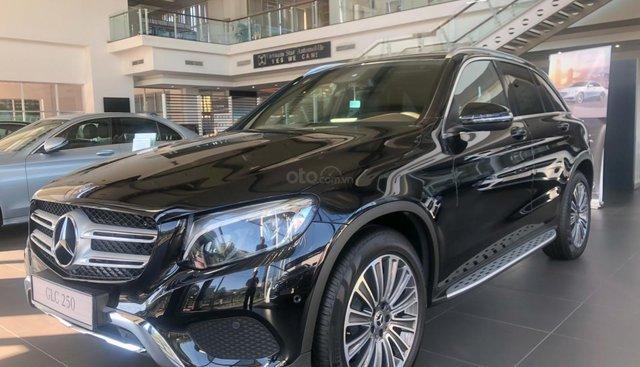 Bán xe Mercedes GLC250 2018 tốt nhất hôm nay - hỗ trợ trả góp LS thấp - giảm giá cực khủng - KM cực tốt