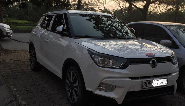 Cần bán xe Ssangyong TiVoLi full option, đời 2016