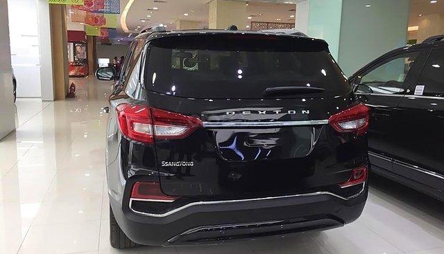 Cần bán xe Ssangyong Rexton màu đen, số tự động, sản xuất 2018, đi ít