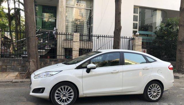 Bán xe Ford Fiesta Titanium AT model 2017, màu trắng