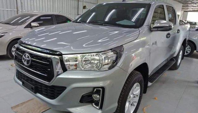 Cần bán xe Toyota Hilux 2.4G AT năm 2018, màu bạc, nhập khẩu, giá chỉ 695 triệu