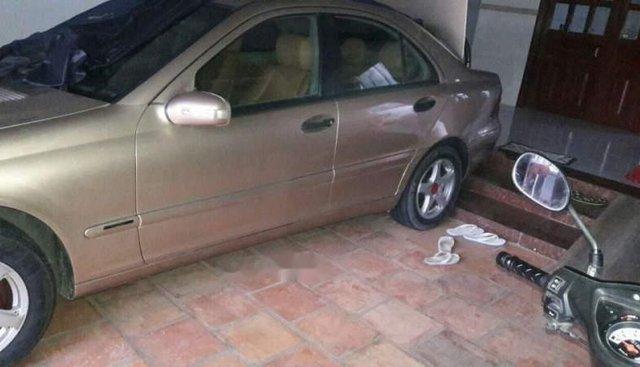 Cần bán lại xe Mercedes C180 năm 2002, xe nhập, giá chỉ 180 triệu