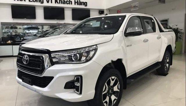 Bán Toyota Hilux sản xuất 2019, màu trắng, nhập khẩu nguyên chiếc