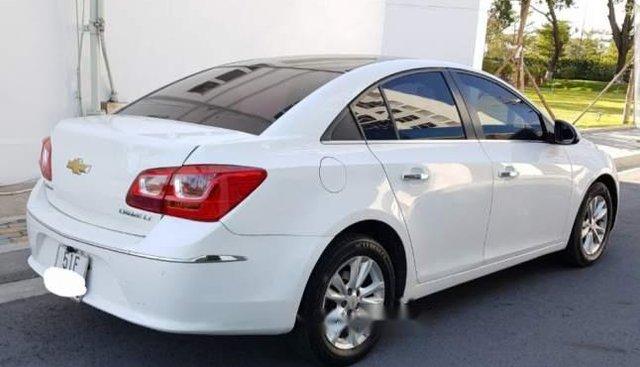Cần bán xe Chevrolet Cruze năm 2016, màu trắng, xe đẹp