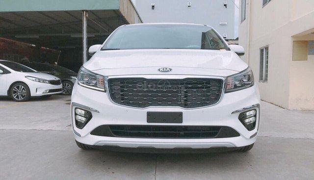 Kia Sedona Luxury máy dầu đời 2019, màu trắng, có xe giao ngay, hỗ trợ ngân hàng đến 90%