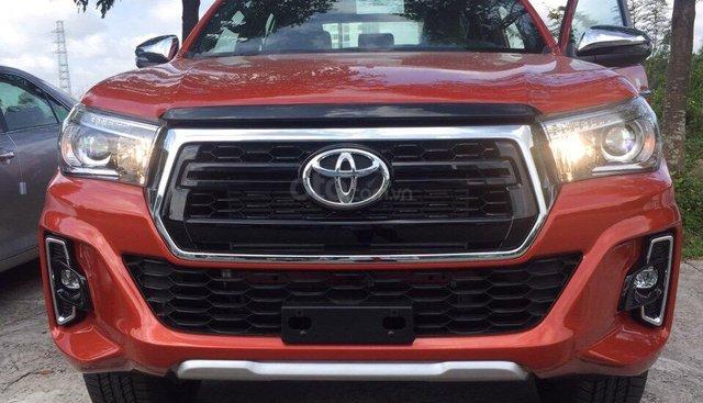 Toyota Hilux 2.8V (4X4) AT năm 2019, màu cam, xe nhập giá cạnh tranh, giao xe ngay