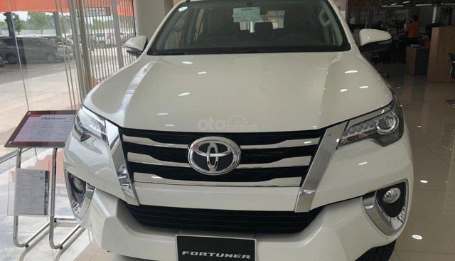 Bán Toyota Fortuner 2.8AT (4X4) năm 2019, màu trắng, giao ngay