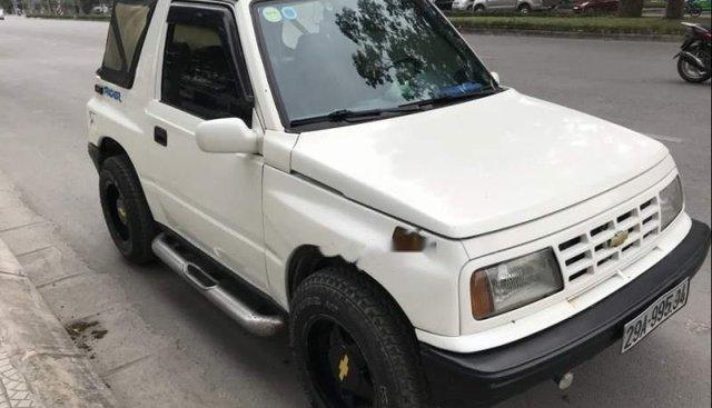Cần bán xe Chevrolet Tracker sản xuất 1991, màu trắng, số sàn hai cầu