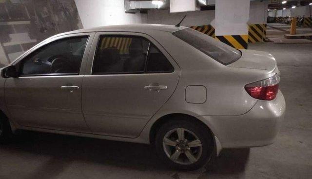Bán xe Toyota Vios sản xuất năm 2005, màu bạc số sàn, giá chỉ 200 triệu