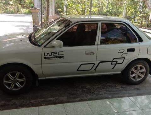 Bán Toyota Corolla đời 1990, màu trắng, nội thất nỉ zin