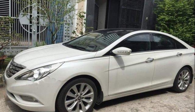 Cần bán Hyundai Sonata đời 2010, màu trắng, xe nhập