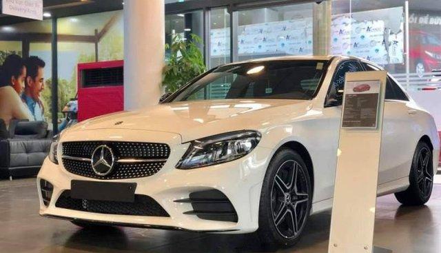 Cần bán Mercedes C300 AMG năm sản xuất 2019, màu trắng
