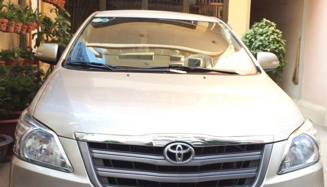 Gia đình đổi xe cần bán Innova E 2015 màu ghi vàng