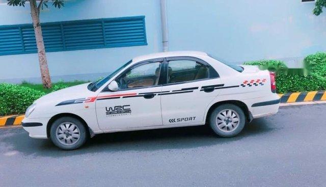 Bán xe Daewoo Nubira năm 2001, màu trắng, xe còn rất êm
