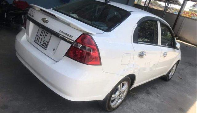 Bán Chevrolet Aveo năm sản xuất 2015, màu trắng, xe nhập số tự động, giá chỉ 339 triệu