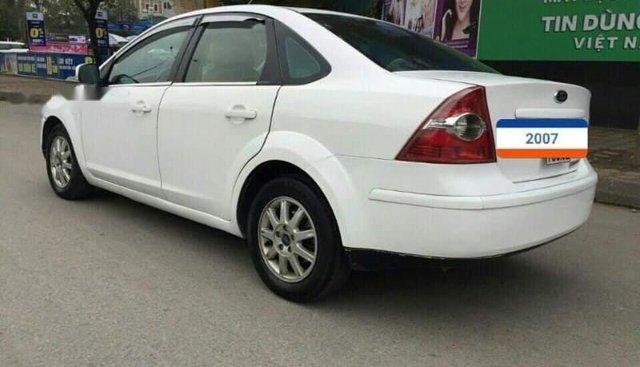 Bán Ford Focus sản xuất 2007, màu trắng chính chủ