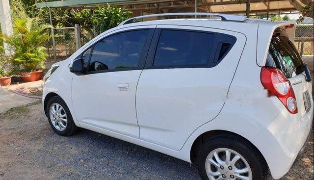 Cần bán Chevrolet Spark đời 2016, màu trắng, xe nhà sử dụng như mới