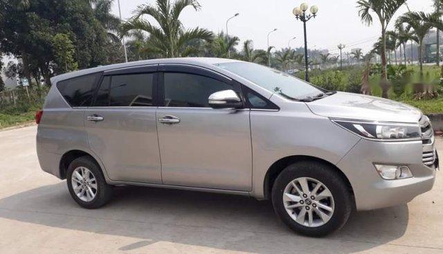 Bán xe Innova sản xuất 2016, phom 2017, số sàn, màu bạc, xe gia đình