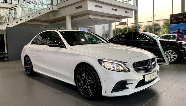 Bán Mercedes C300 hoàn toàn mới 2019, giao ngay, ưu đãi cực tốt