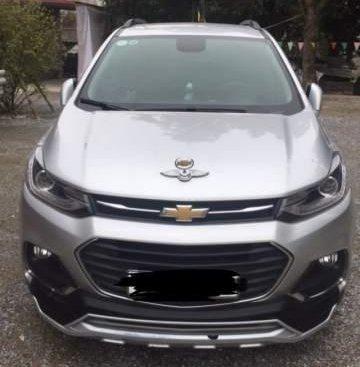 Cần bán lại xe Chevrolet Trax năm sản xuất 2017, màu bạc